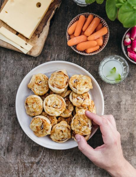 Bocaditos de hojaldre con queso emmental Entremont