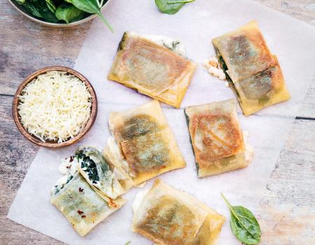 Saquitos de brotes de espinacas y queso emmental Entremont