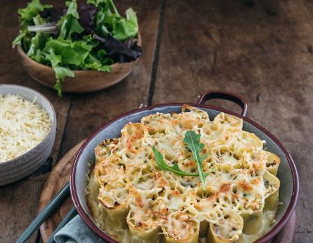 Pasta rellena de puerros, salmón y queso emmental Entremont